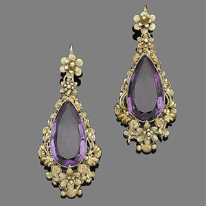 The pear shaped purple amethyst are framed in delicate yellow gold metalwork featuring floral motifs.
