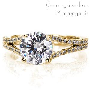Split band engagement ring in Orlando with a round brilliant diamond in a yellow gold setting.